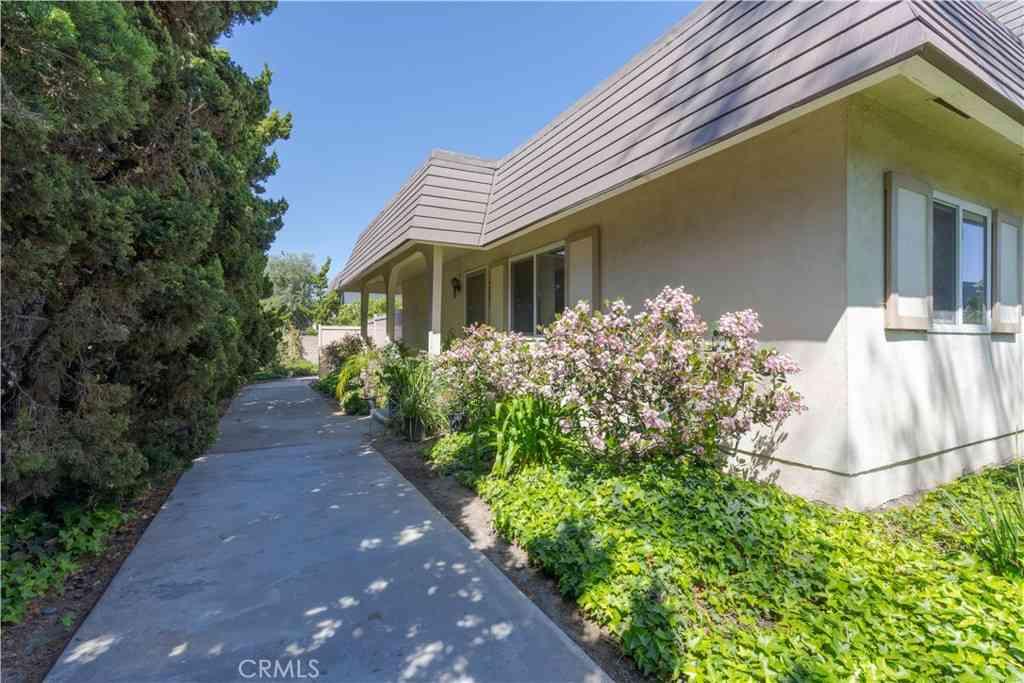 4001 Via Encinas, Cypress, CA, 90630,
