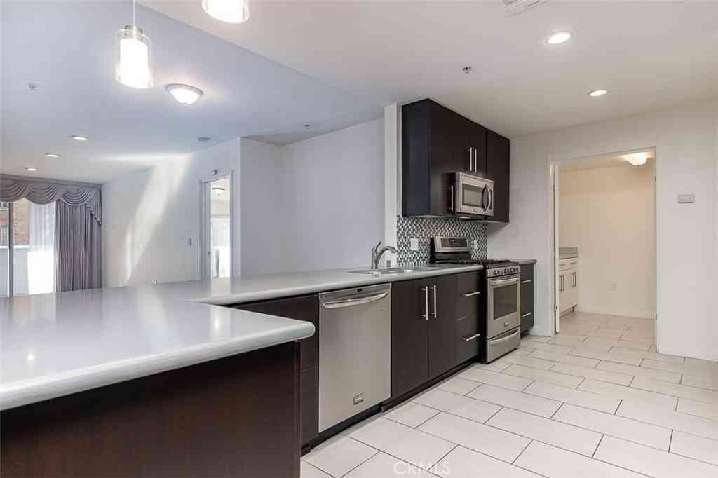 540 S Kenmore Avenue #202, Los Angeles, CA, 90020,