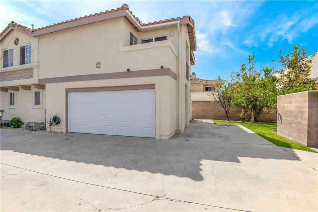14015 Orizaba Avenue #8, Paramount, CA, 90723,