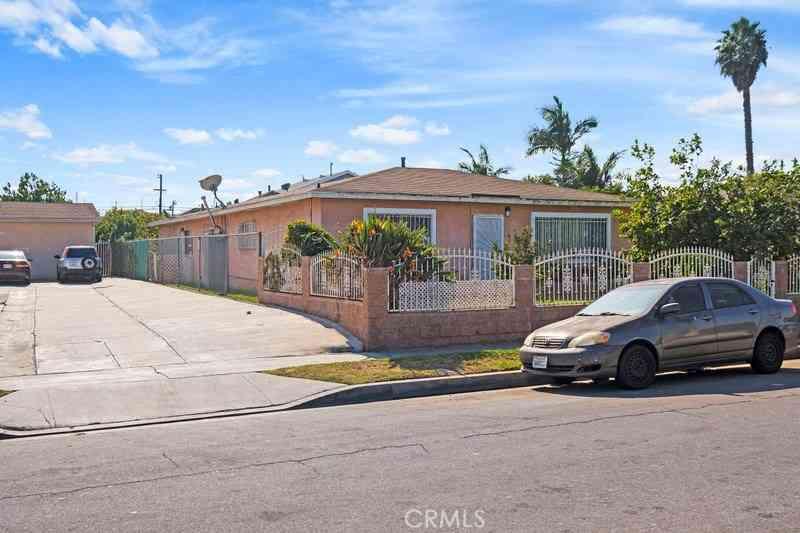 4852 W 111th Place, Lennox, CA, 90304,
