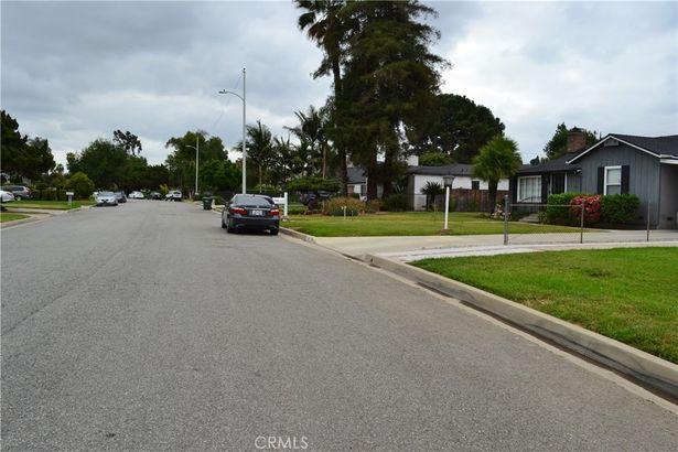 1322 S Sunkist Avenue