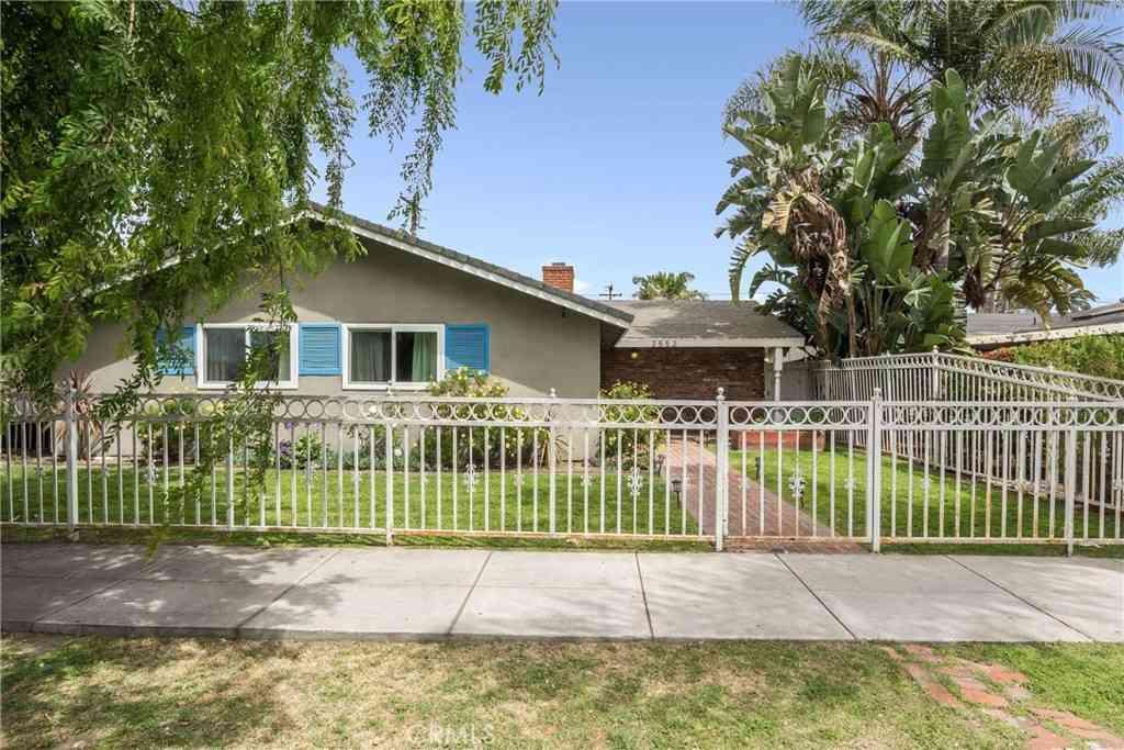 2552 Pine Avenue, Long Beach, CA, 90806,