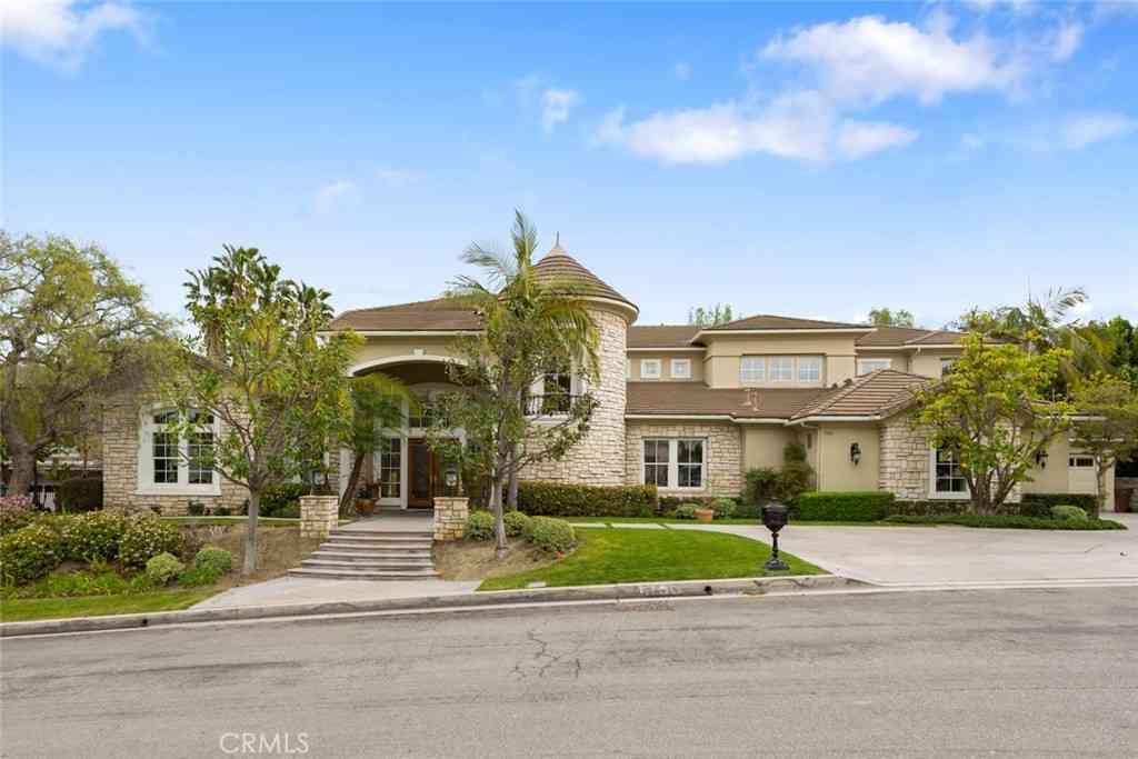 5100 E Copa De Oro Drive, Anaheim Hills, CA, 92807,