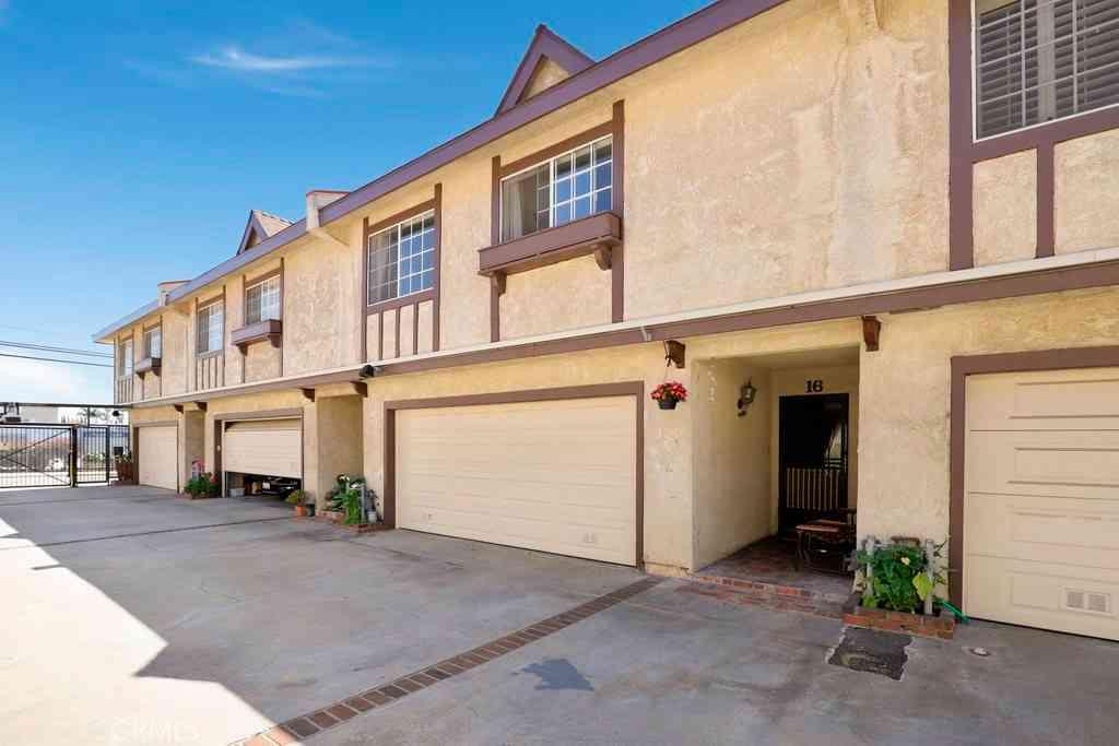 13921 Kornblum Avenue #16, Hawthorne, CA, 90250,