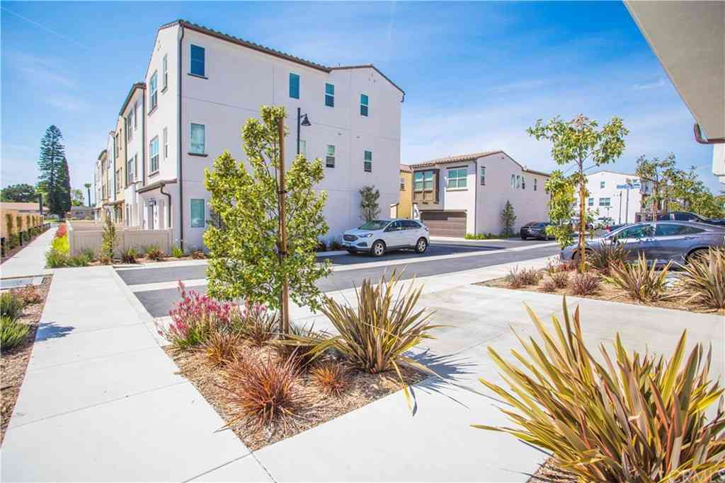 354 S Quadrilateral Way, Anaheim, CA, 92802,