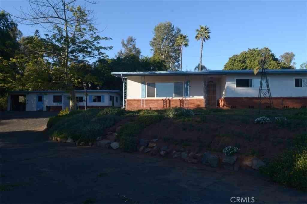 1260 Felicita Lane, Escondido, CA, 92029,