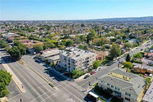 5764 San Vicente Boulevard #301