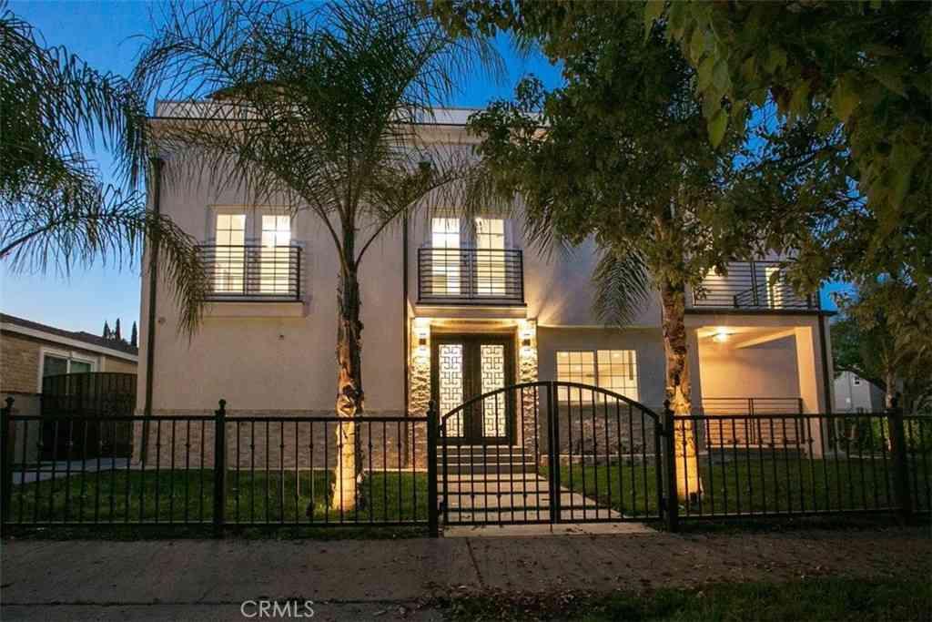 5703 Yolanda Avenue, Tarzana, CA, 91356,
