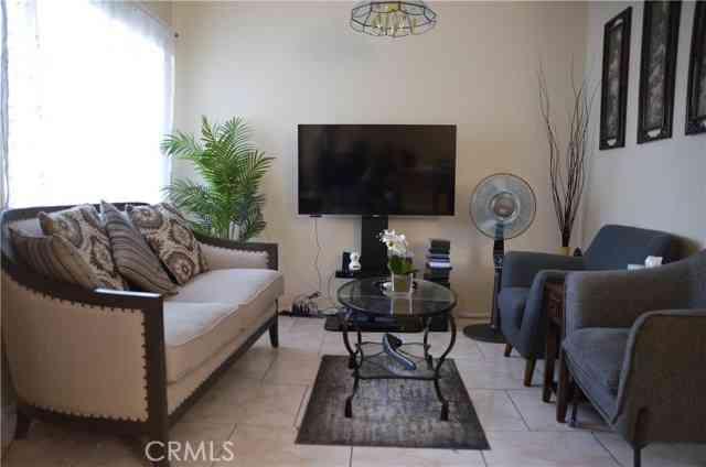 Sunny Living Room, 618 E Acacia Avenue E #F, Glendale, CA, 91205,