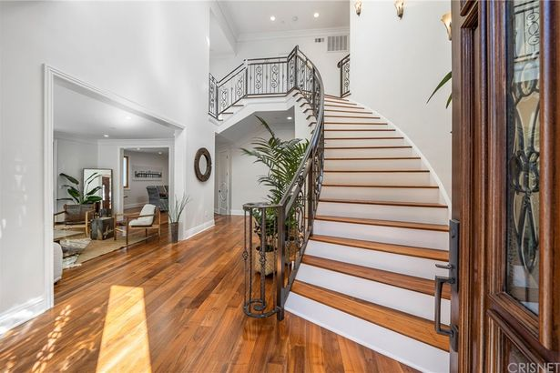 6846 Pacific View Drive