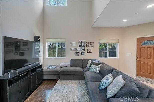 9052 Hayvenhurst Avenue