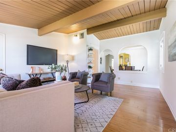 13860 Community Street, Panorama City, CA, 91402,