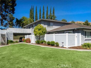 28193 Robin Avenue, Saugus, CA, 91350,