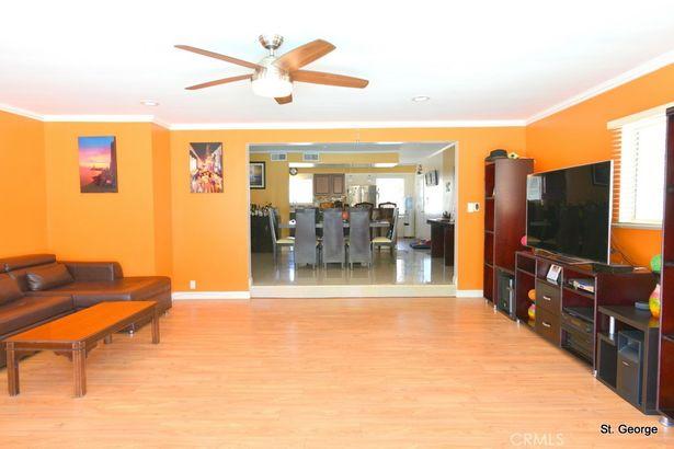 11821 Paso Robles Avenue