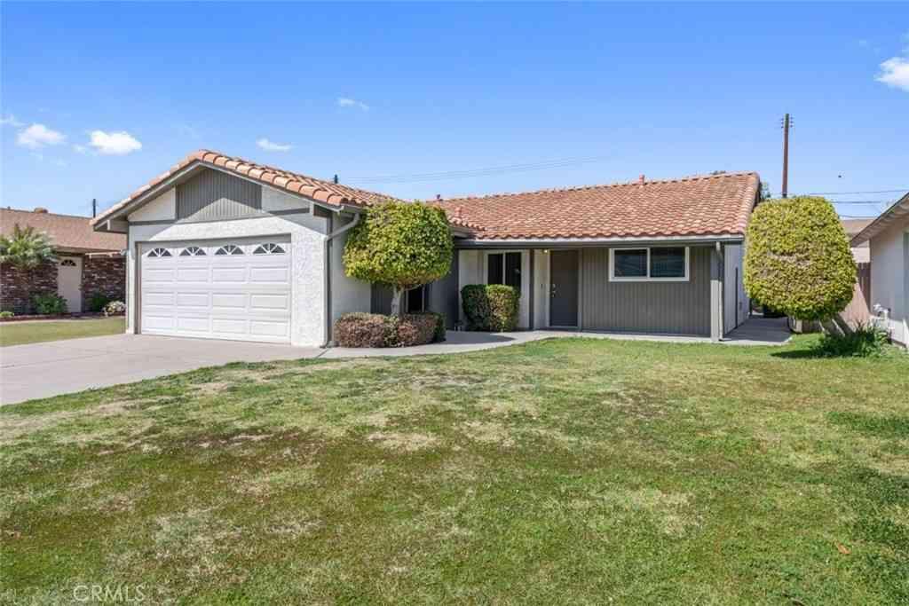 12625 212th Street, Lakewood, CA, 90715,