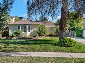 8950 Darby Avenue, Northridge, CA, 91325,