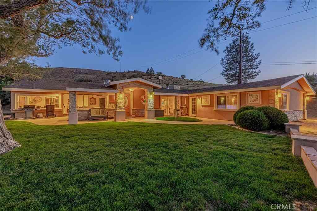 10600 Leona Avenue, Leona Valley, CA, 93551,