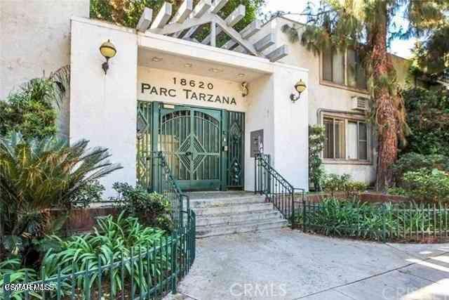18620 Hatteras Street #103, Tarzana, CA, 91356,