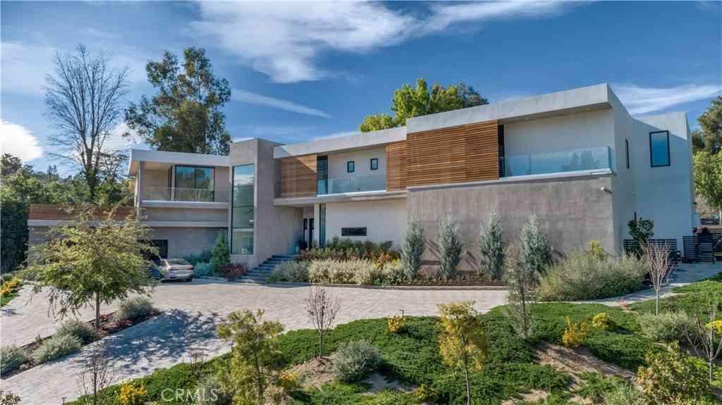 19333 Rosita Street, Tarzana, CA, 91356,
