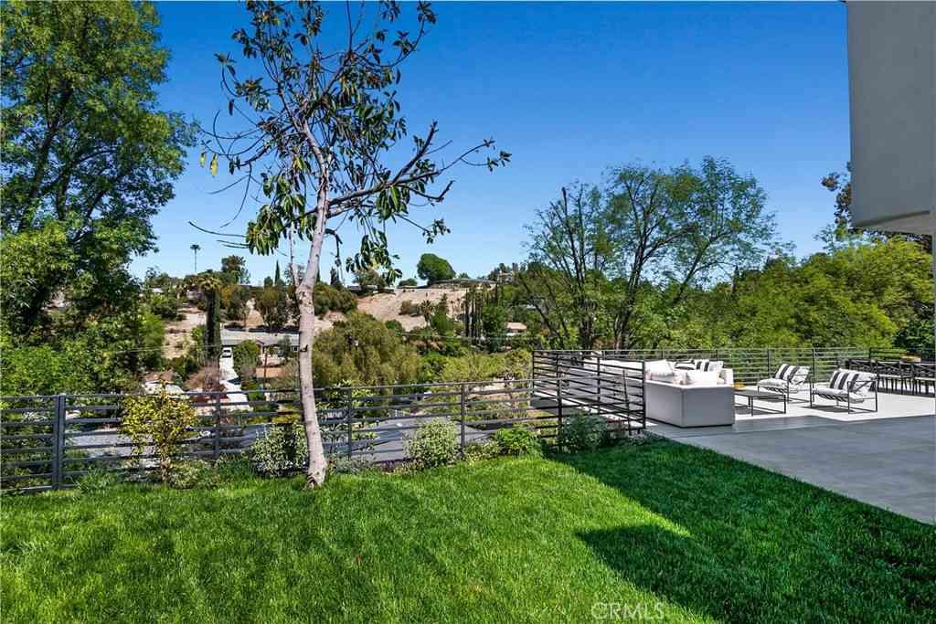 22623 Cavalier Street, Woodland Hills, CA, 91364,