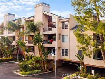 21520 Burbank Boulevard #303, Woodland Hills, CA, 91367,