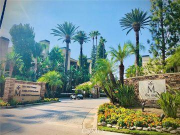 21550 Burbank Boulevard #213, Woodland Hills, CA, 91367,