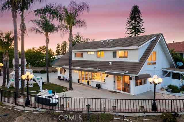 19130 Menard Place, Tarzana, CA, 91356,