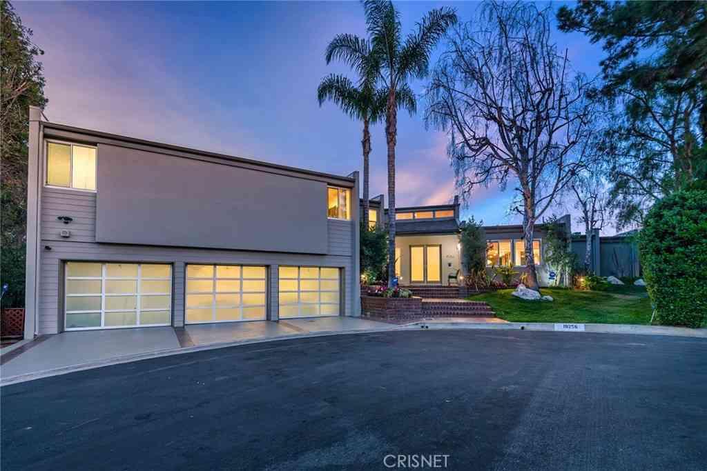 19256 Casa Place, Tarzana, CA, 91356,