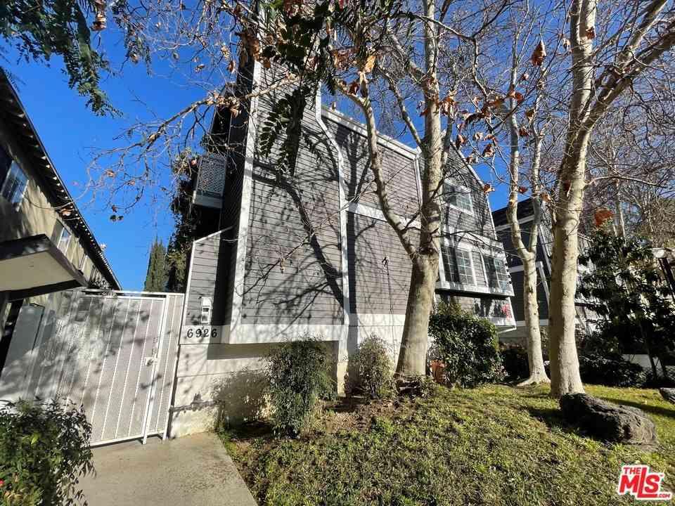 6926 Kester Avenue #4, Van Nuys, CA, 91405,