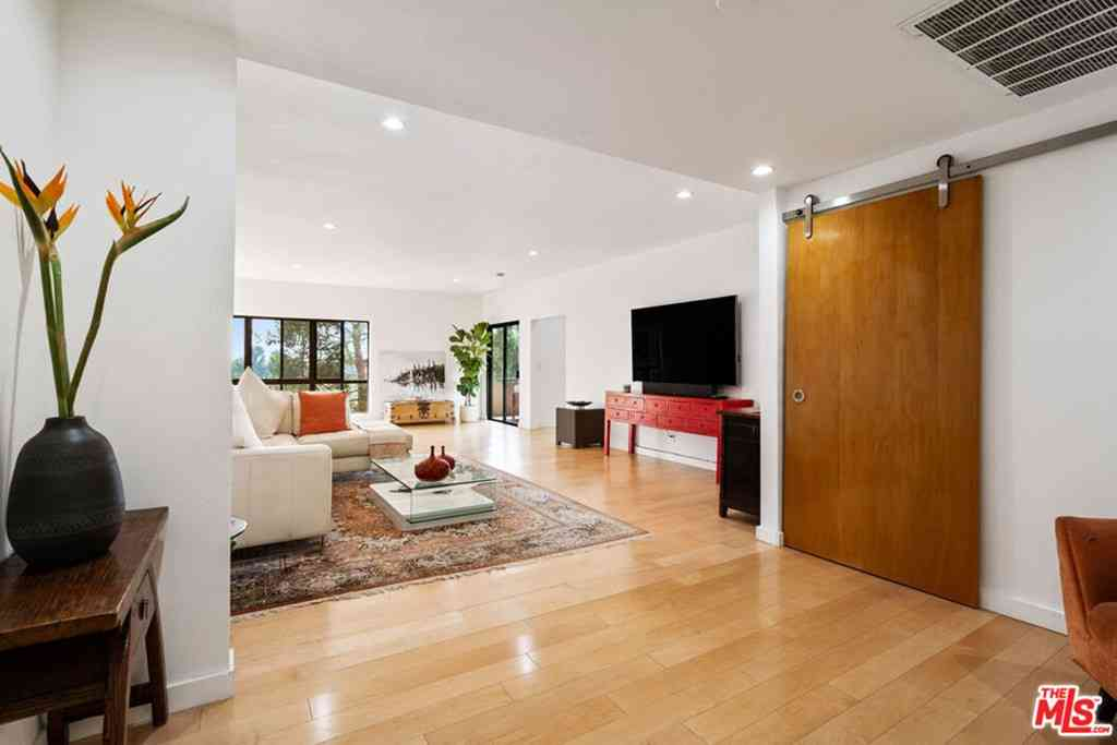 645 Wilcox Avenue #3B, Los Angeles, CA, 90004,