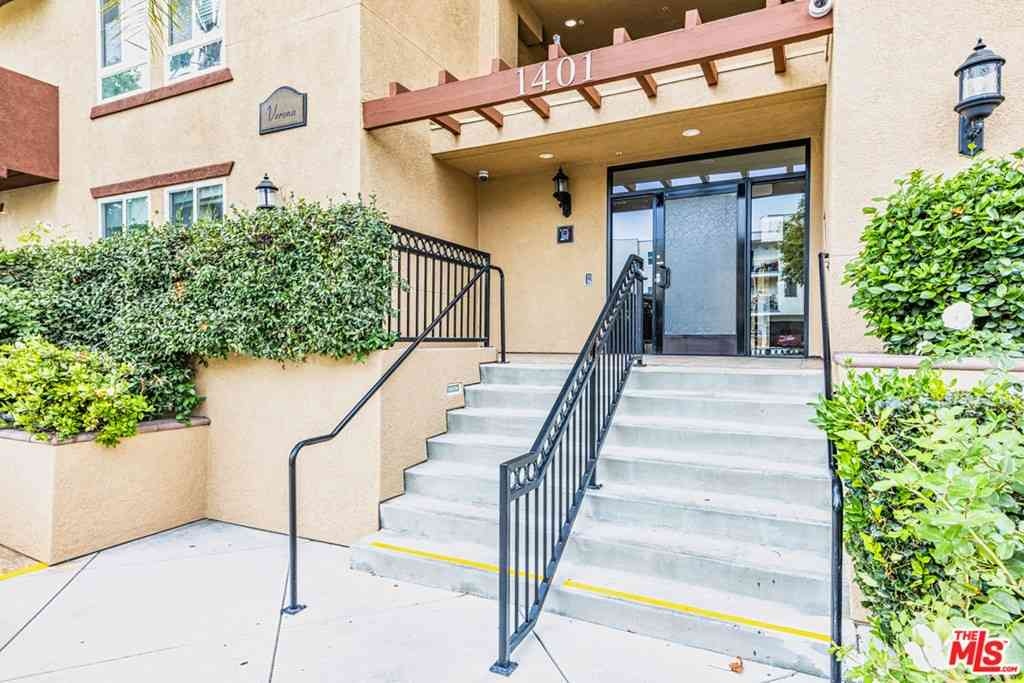 1401 S St Andrews Place #401, Los Angeles, CA, 90019,
