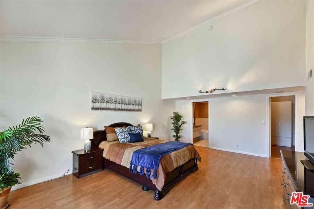 11911 Magnolia Boulevard #39, Valley Village, CA, 91607,