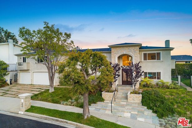 380 SURFVIEW Drive