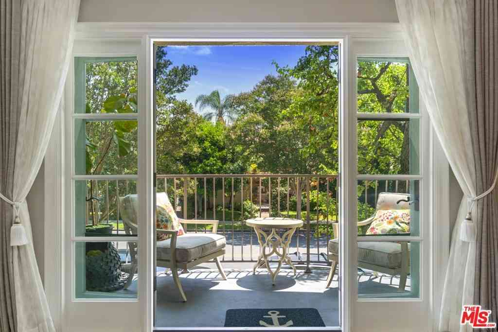 277 S Spalding Drive #201, Beverly Hills, CA, 90212,