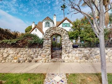 681 San Juan Avenue, Venice, CA, 90291,