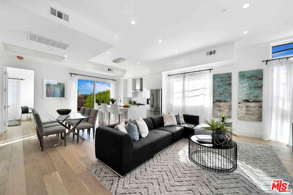 Sunny Living Room, 559 N Oxford, Los Angeles, CA, 90004,