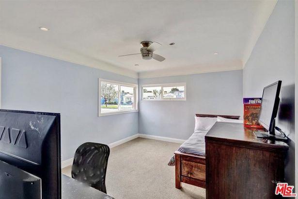 9106 S Wilton Place