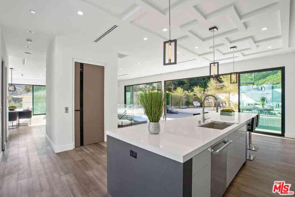 8145 Willow Glen Rd, Los Angeles, CA, 90046,
