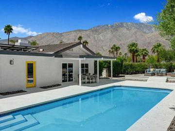 1022 E El Escudero, Palm Springs, CA, 92262,