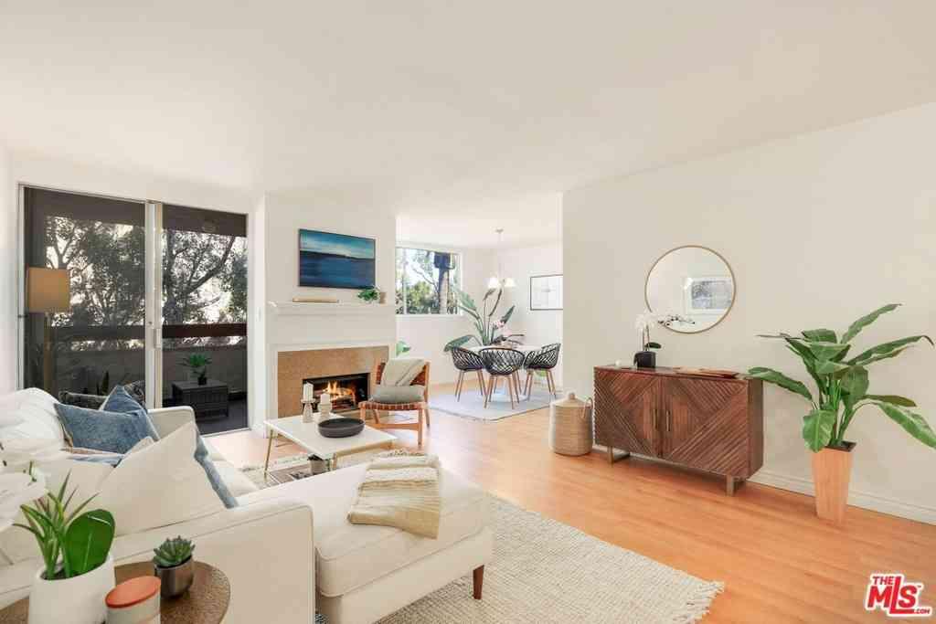 530 S Barrington Avenue #202, Los Angeles, CA, 90049,