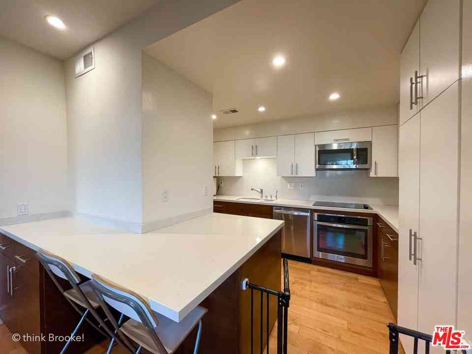 645 Wilcox Avenue #1D, Los Angeles, CA, 90004,