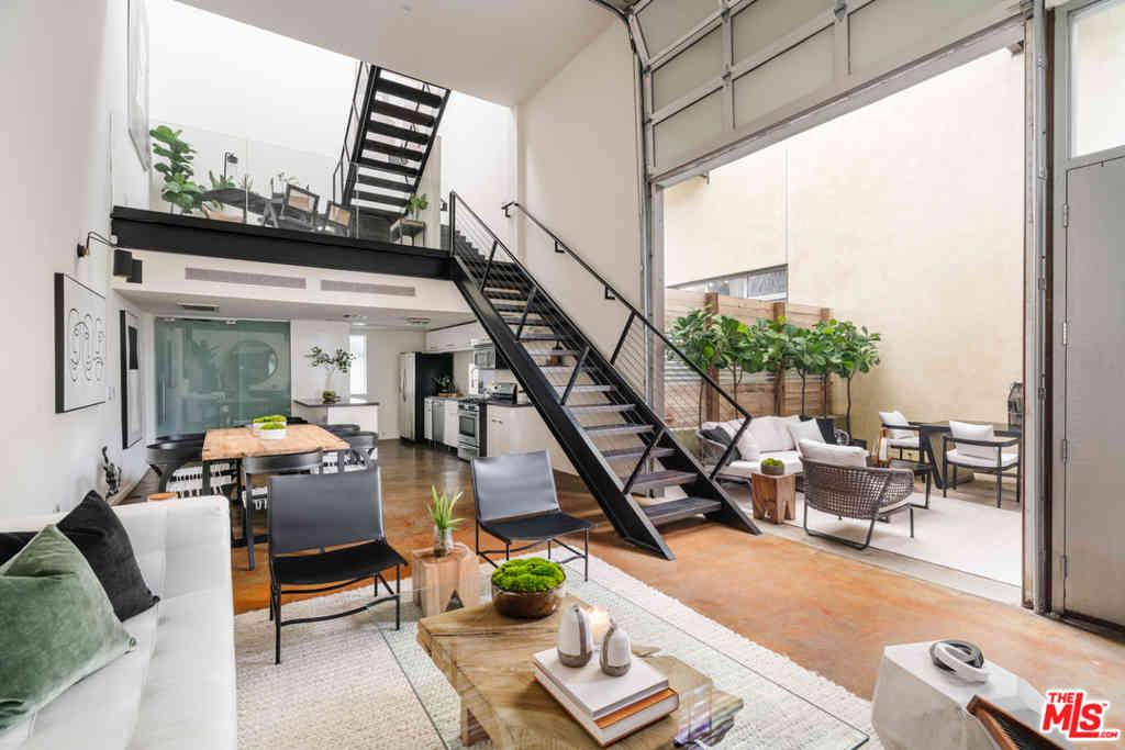 1011 N Orange Grove Avenue #2, West Hollywood, CA, 90046,