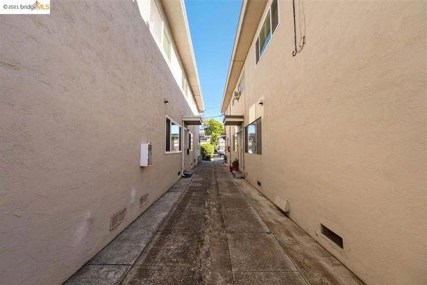 2780 Ganic Street