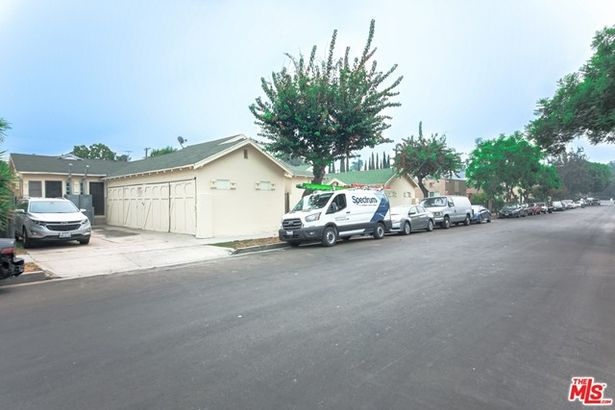 946 N Serrano Avenue