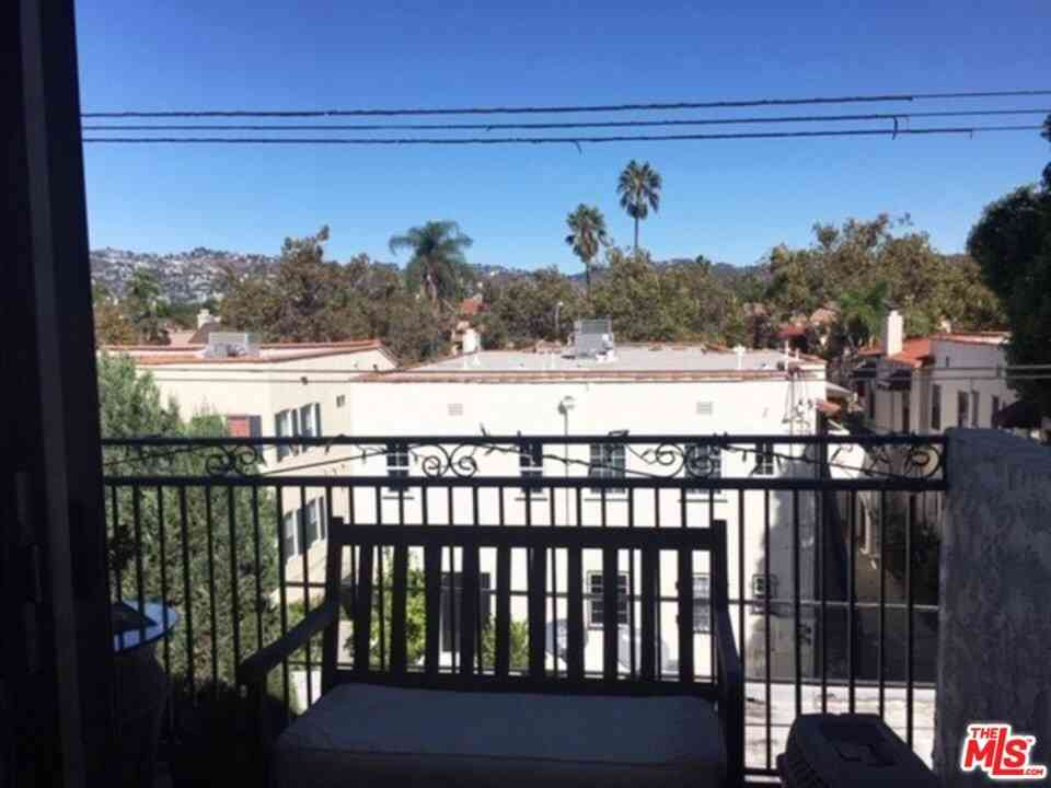 6151 ORANGE Street #311, Los Angeles, CA, 90048,