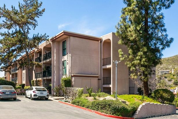 7858 Cowles Mountain Ct #D20