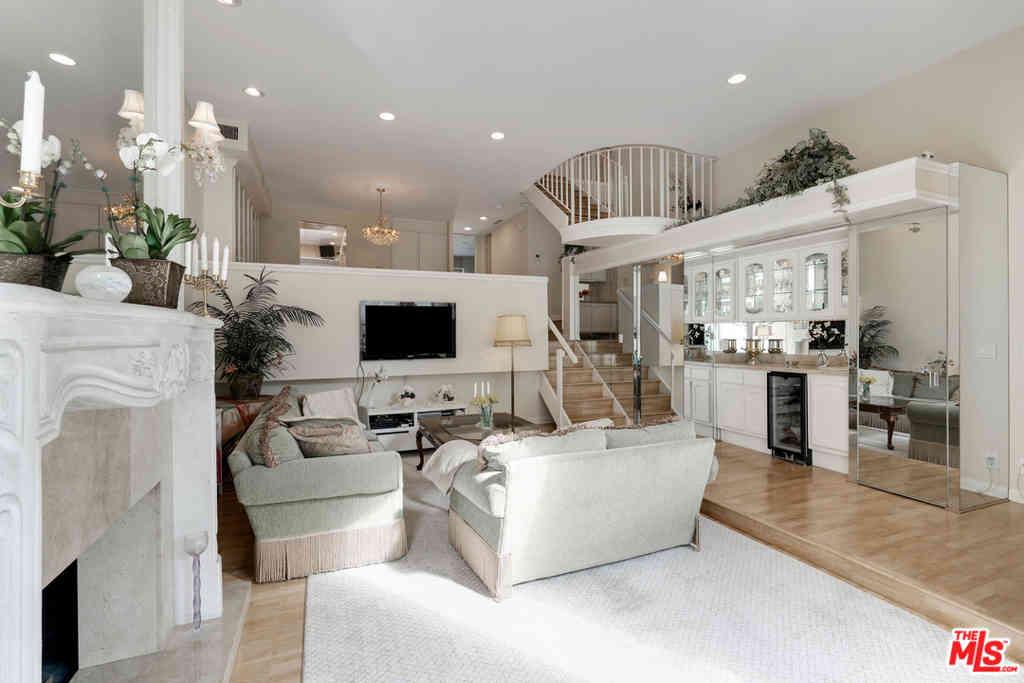 9501 W Olympic Boulevard, Beverly Hills, CA, 90212,