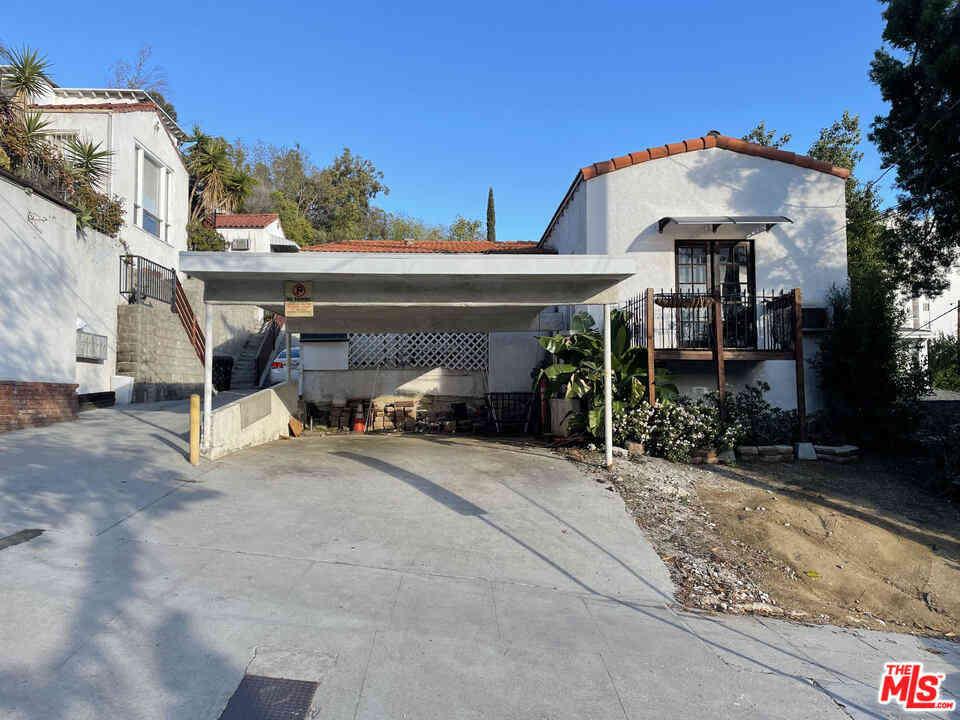 1238 N Larrabee Street, West Hollywood, CA, 90069,