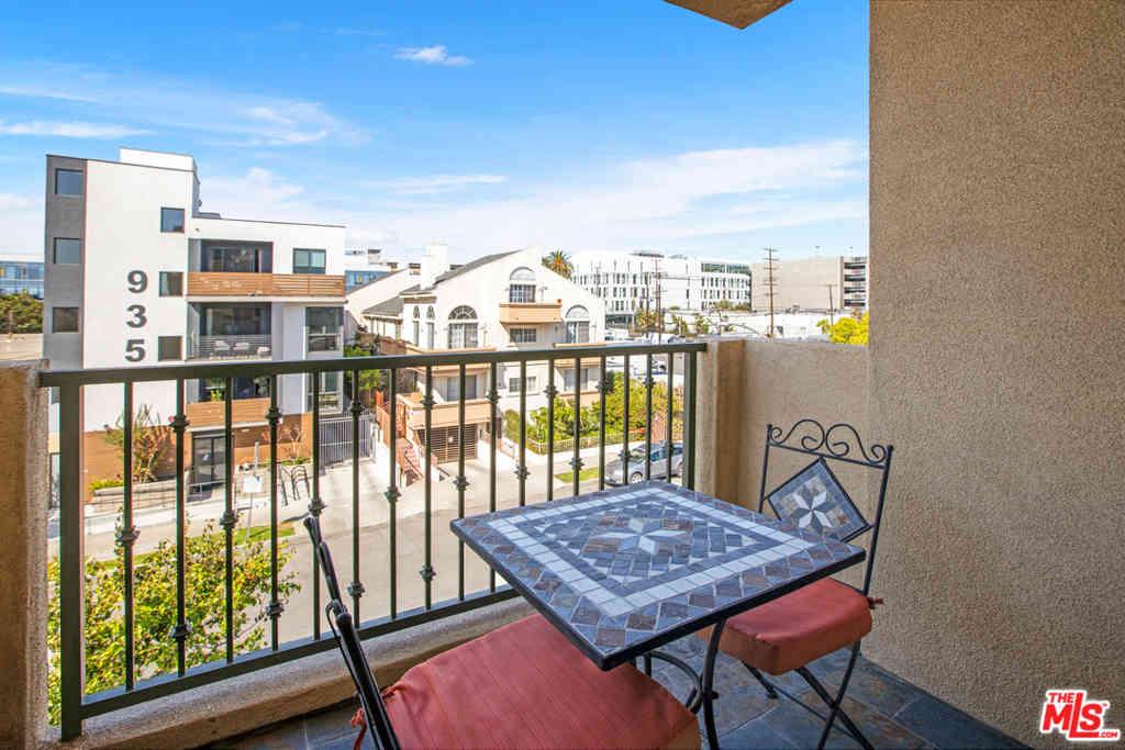 936 N Hudson Avenue #301, Los Angeles, CA, 90038,