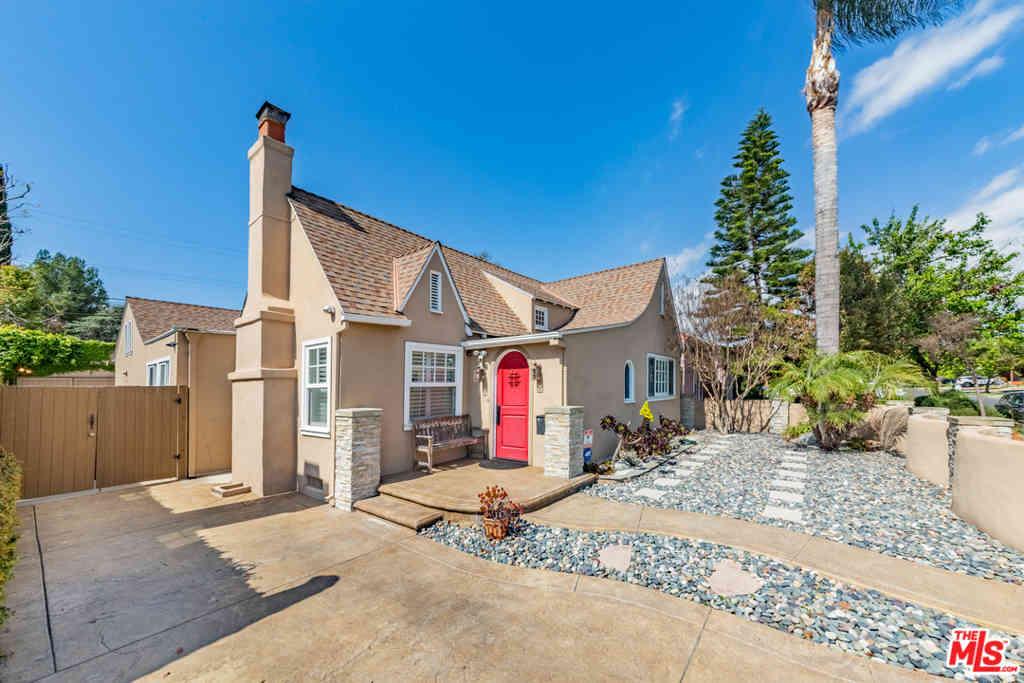 533 N Irving Boulevard, Los Angeles, CA, 90004,